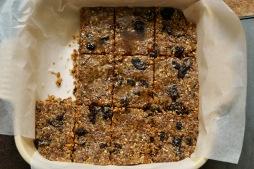 oatmealraisincookiedoughbarshalf1